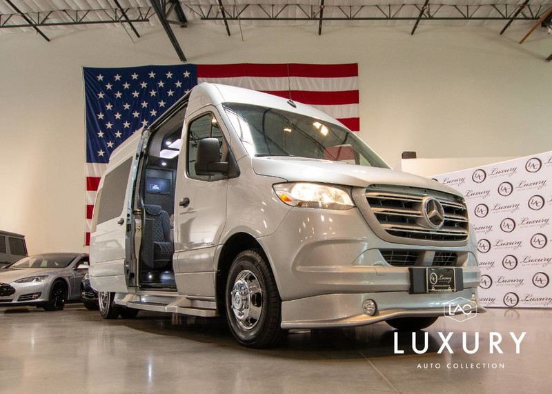 New 2020 Midwest Automotive Designs LUXE Daycruiser Full Partition Dual Doors