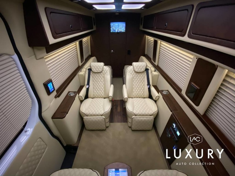 New 2020 Midwest Automotive Designs LUXE Daycruiser Full Partition