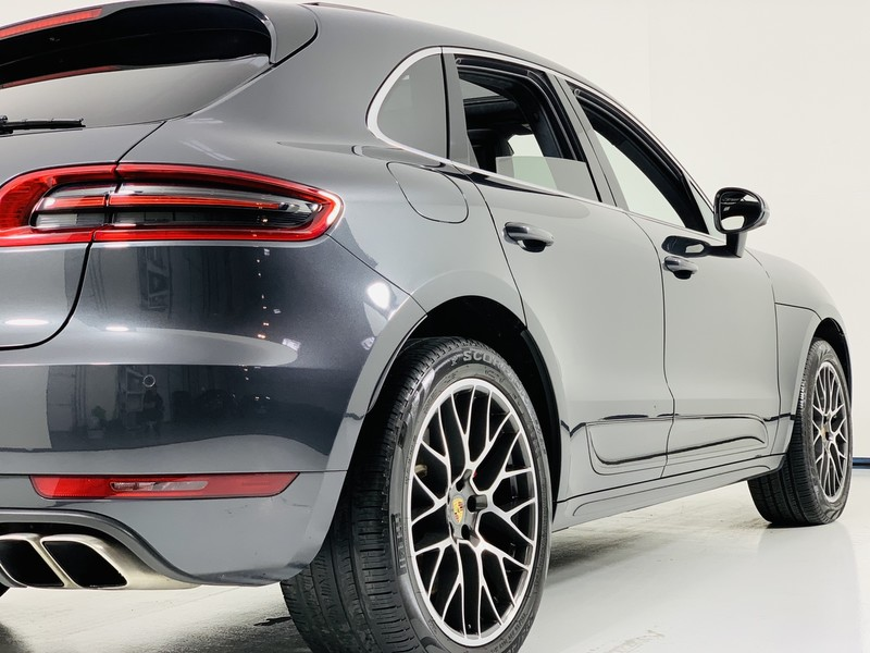 Pre-Owned 2017 Porsche Macan Turbo AWD